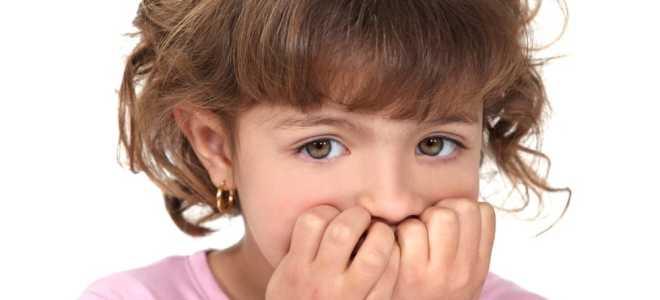 Ребенок грызет ногти: причины, что делать, как отучить?
