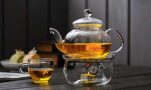 Стеклянный заварочный чайник — стильный предмет на столе