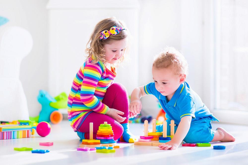 развивающие игрушки у мальчика и девочки
