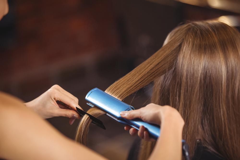 процедура выпрямления волос