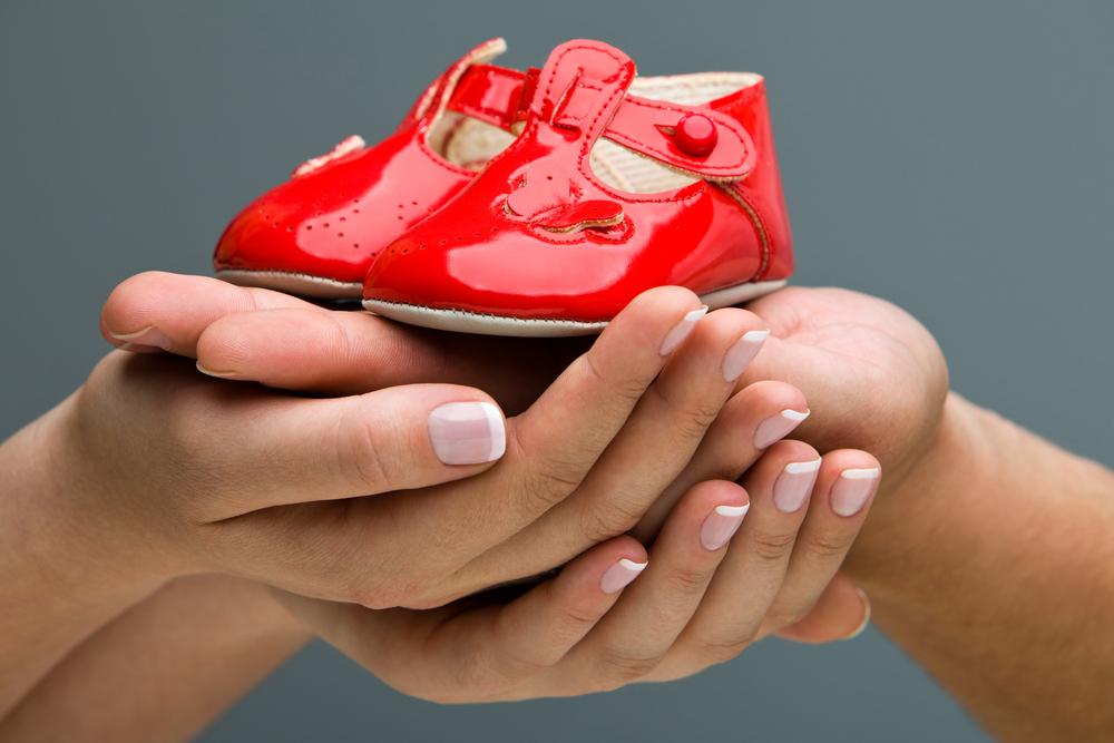 детская обувь красного цвета