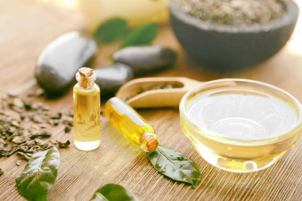 глицерин на столе с листками