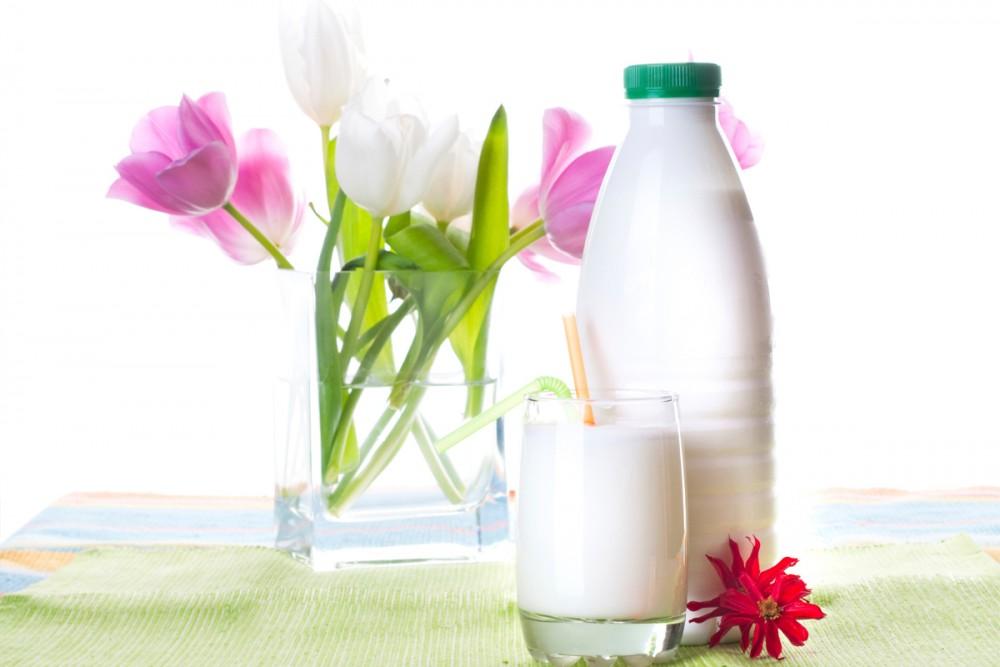 кефирная диета и букет цветов в вазе