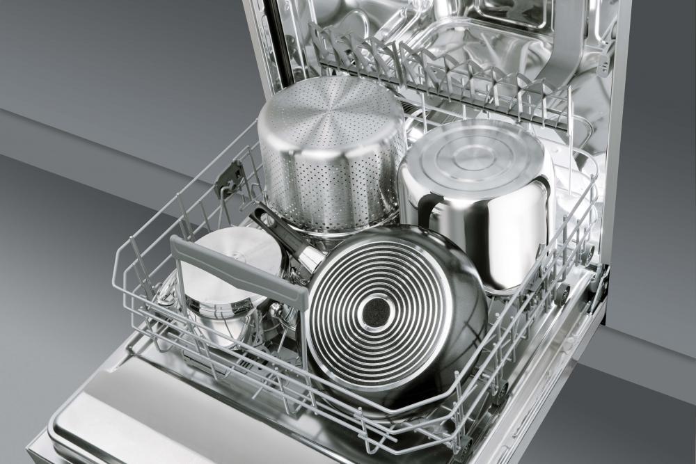 посудомоечная с чистой посудой