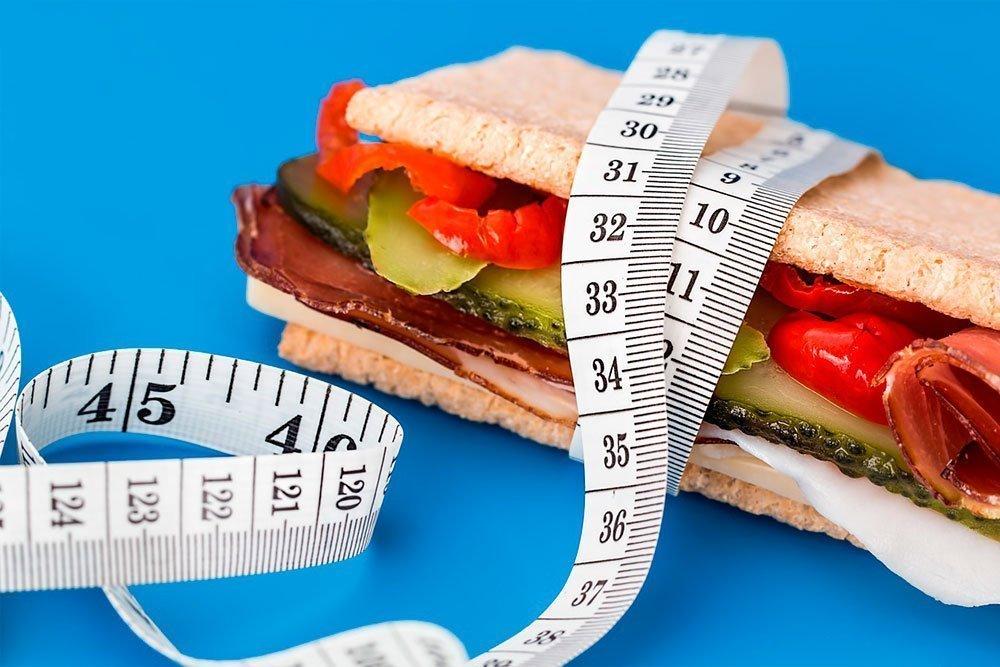 метр и бутерброд